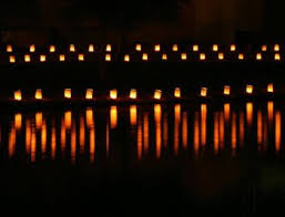 3-luminarias-at-lake